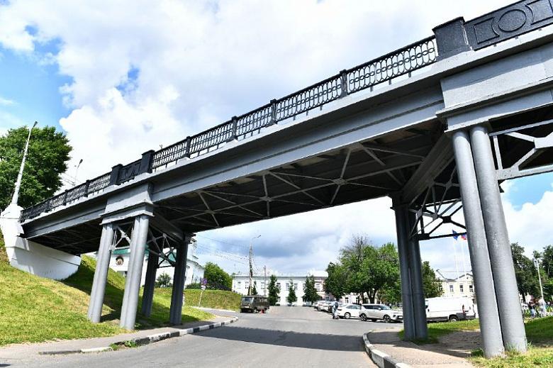 В центре Ярославля демонтируют мост на Которосльной набережной
