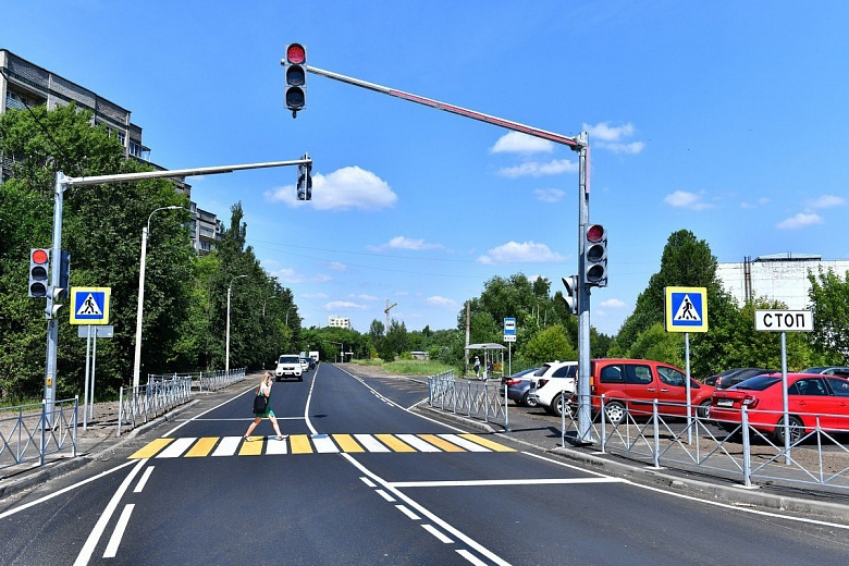 В Ярославле завершили ремонт дороги на улице Корабельной
