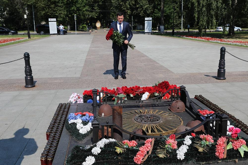 Дмитрий Миронов принял участие в памятных мероприятиях в День памяти и скорби