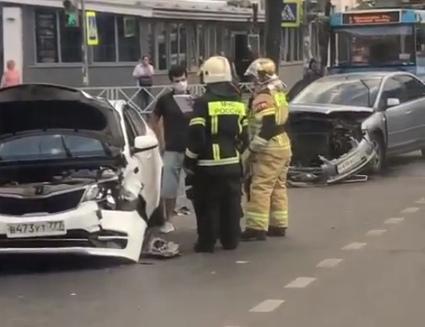 Из-за аварии в центре Ярославля днем было затруднено движение