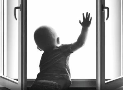 В Ярославле четырехлетний мальчик выпал из окна четвертого этажа