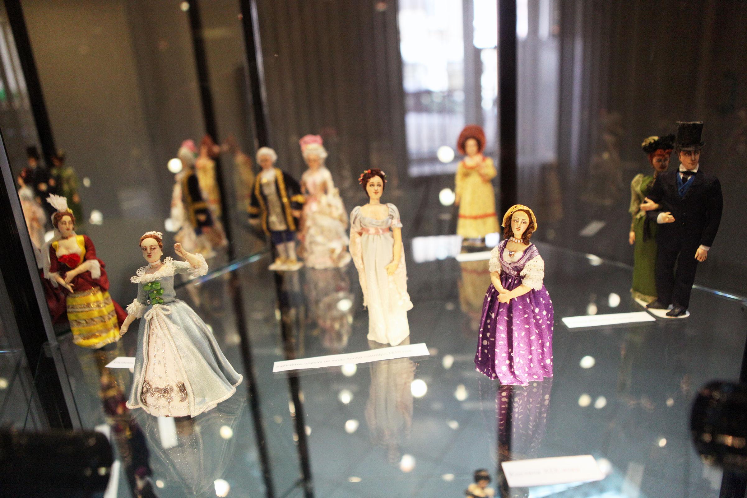 От Эхнатона до Пугачевой: экспозиция текстильных кукол в Ярославле показала путь человечества от каменного века до наших дней