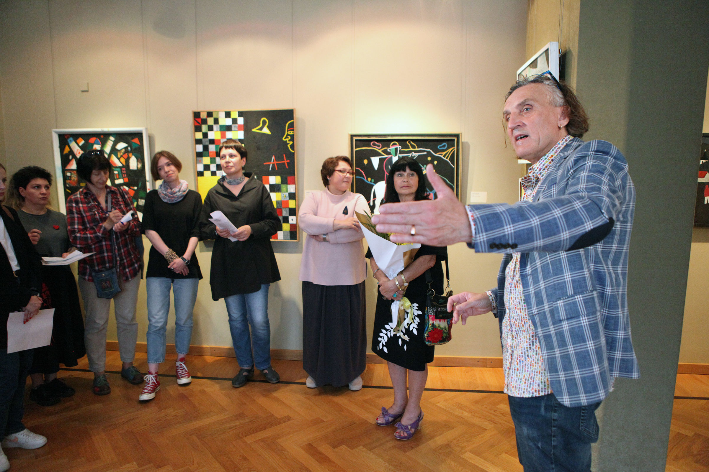 «Свой взгляд» на русскую жизнь: в Ярославле представили работы художника-нонконформиста Алексея Новикова