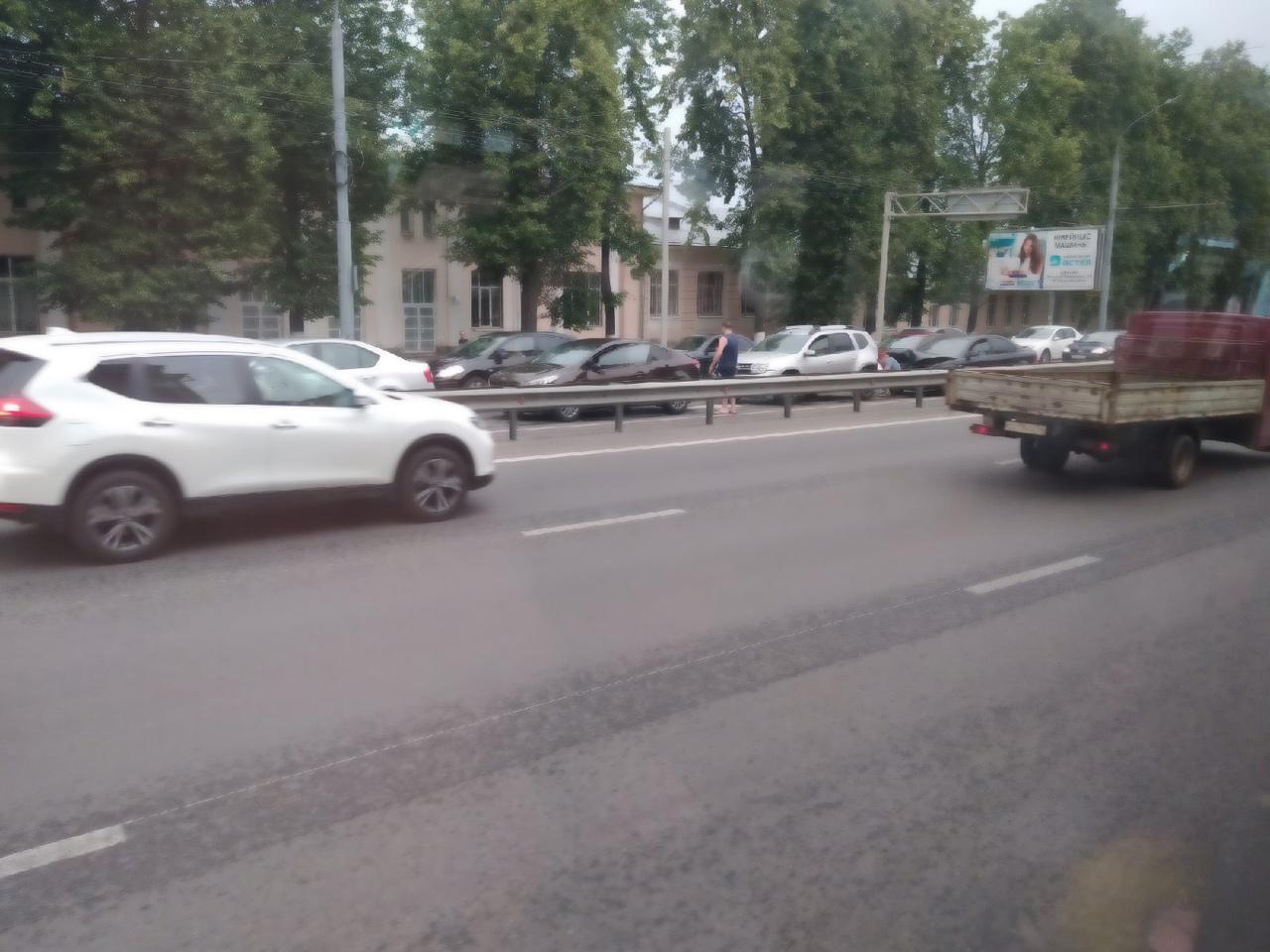 В Ярославле на Московском проспекте столкнулись пять автомобилей