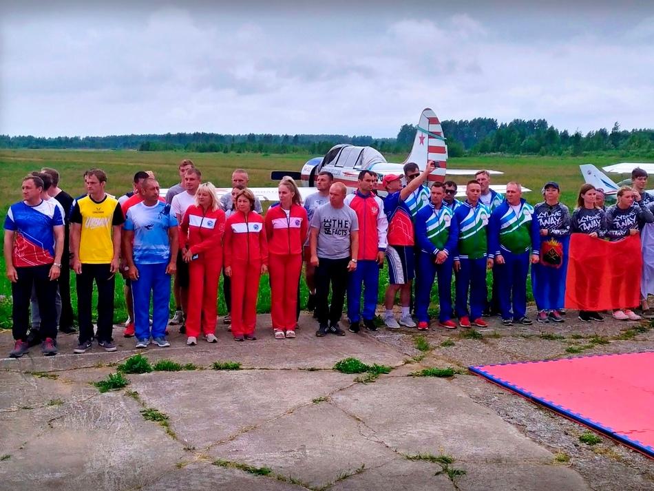 Почти 100 парашютистов участвуют во всероссийских соревнованиях в Рыбинске