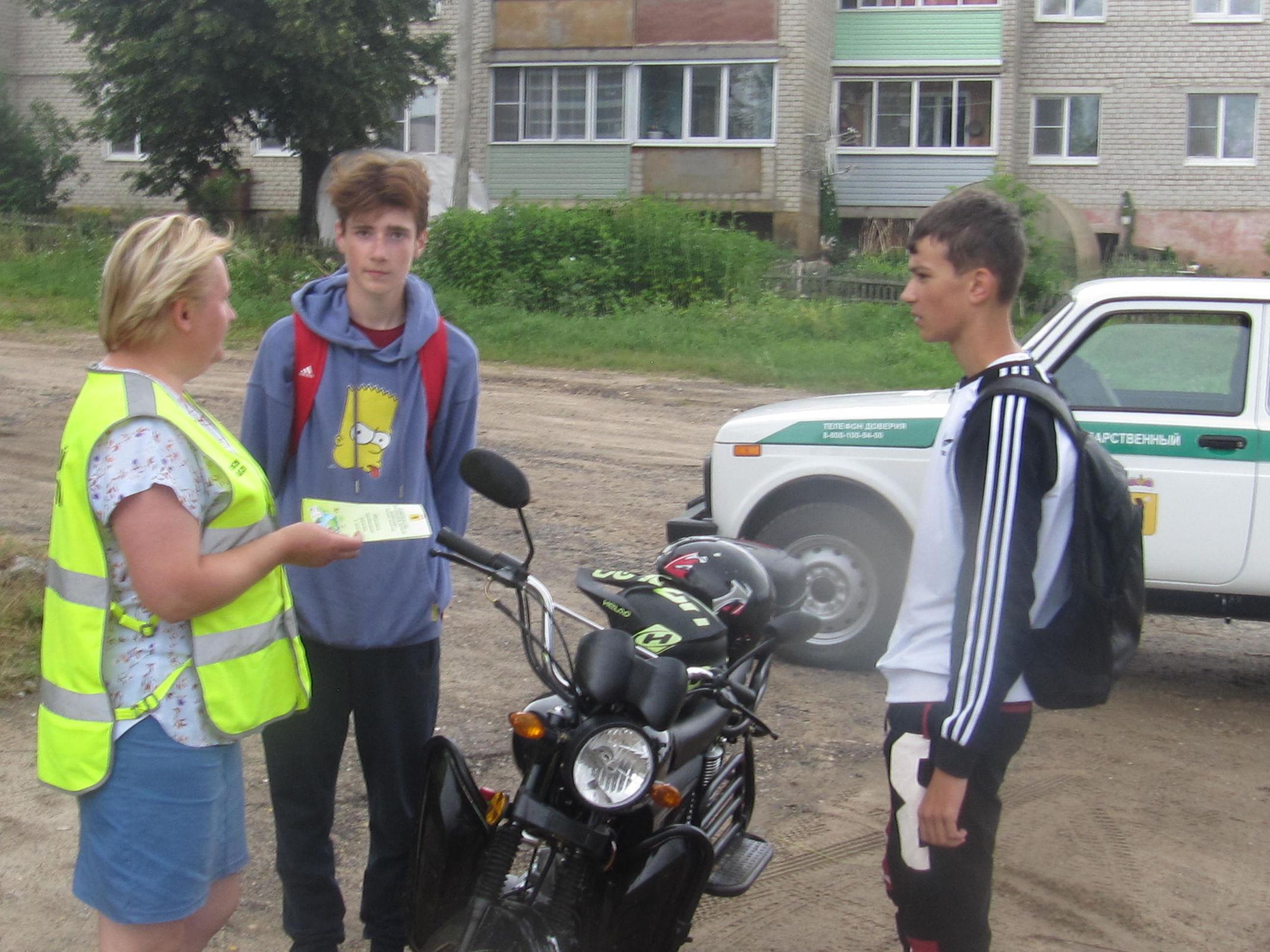 Более 10 тысяч буклетов и листовок раздали ярославские лесники в рамках кампании «Останови огонь!»