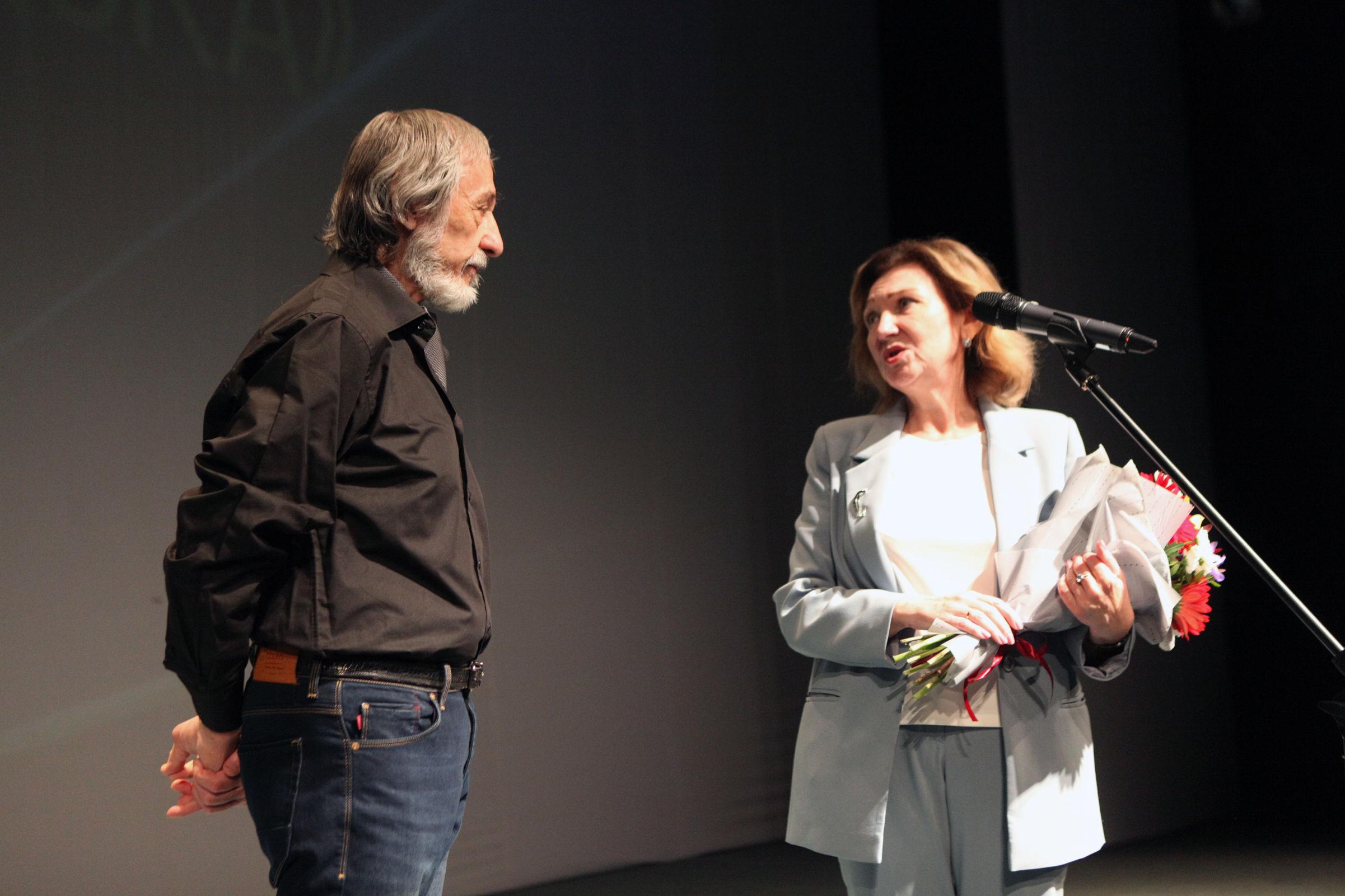 Из-за пандемии церемонию переносили шесть раз: актеру Ярославского ТЮЗа вручили «Золотую маску»