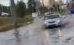 В Ярославле после сильного дождя затопило Тутаевское шоссе
