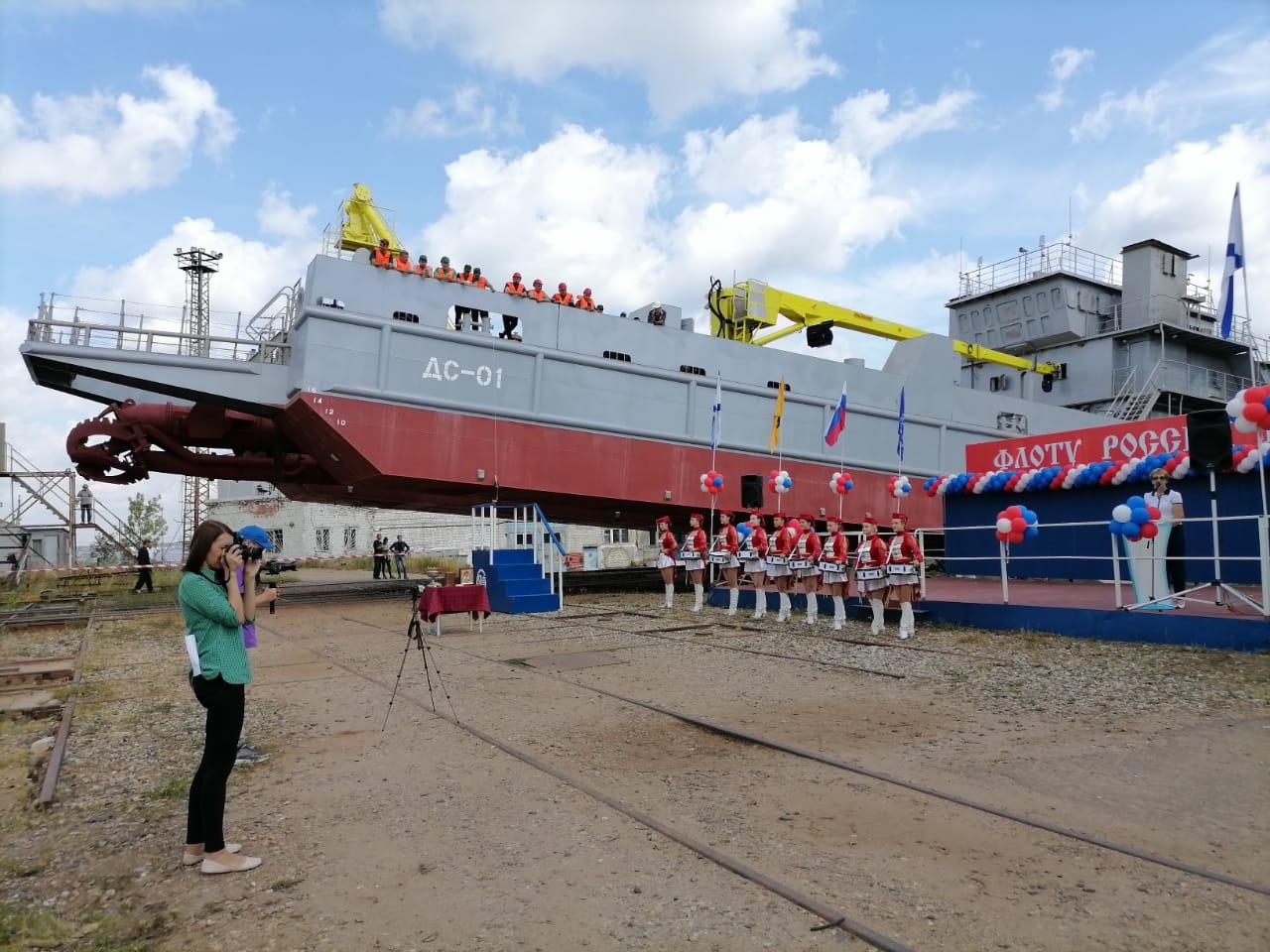 Ярославский судостроительный завод спустил на воду новое судно