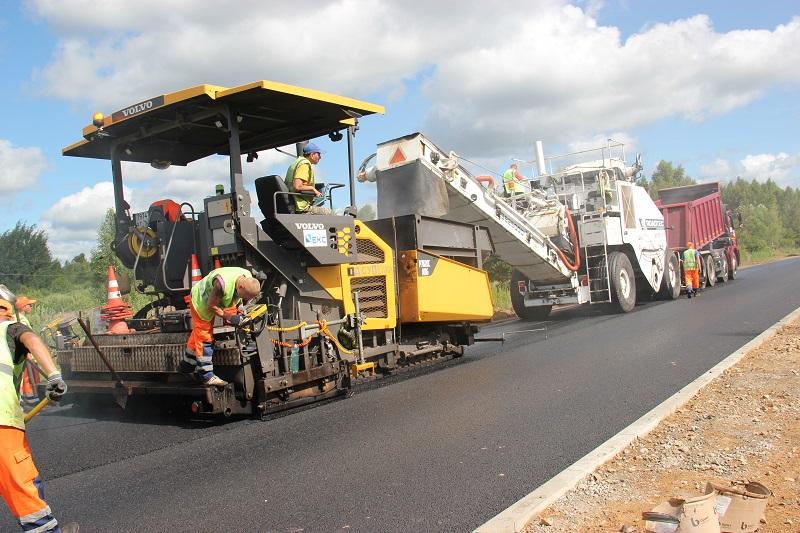 Использование современных перегружателей повышает качество укладки дорожного покрытия