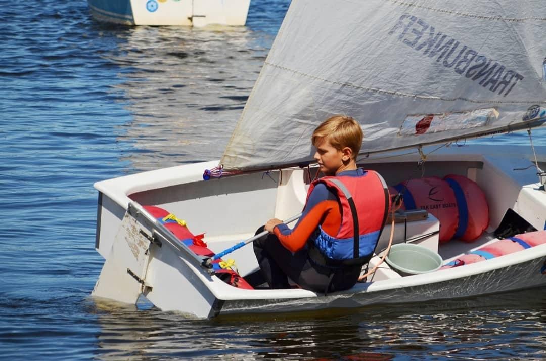 Школьников из Рыбинска научат управлять парусной яхтой