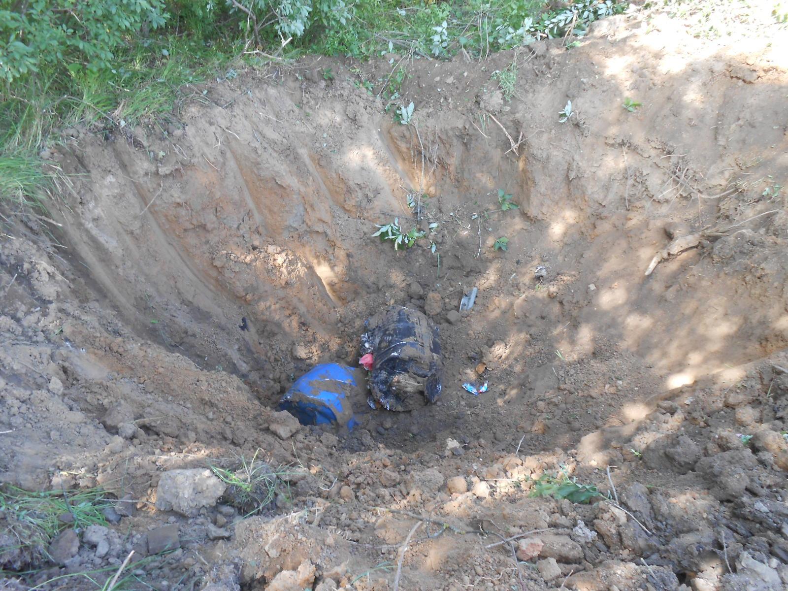 В Ярославском районе провели проверку по факту несанкционированного размещения бочек с неизвестным веществом