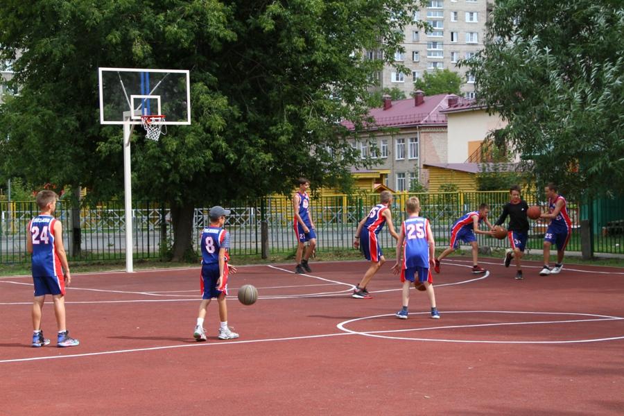 В лицее №2 Рыбинска по решению учеников оборудовали две спортивные площадки