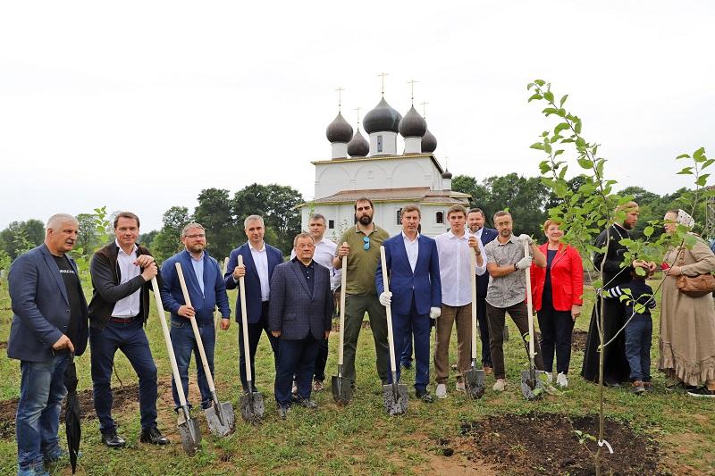 Фруктовый сад заложили под Рыбинском в честь 20-летия канонизации Федора Ушакова и 800-летия Александра Невского