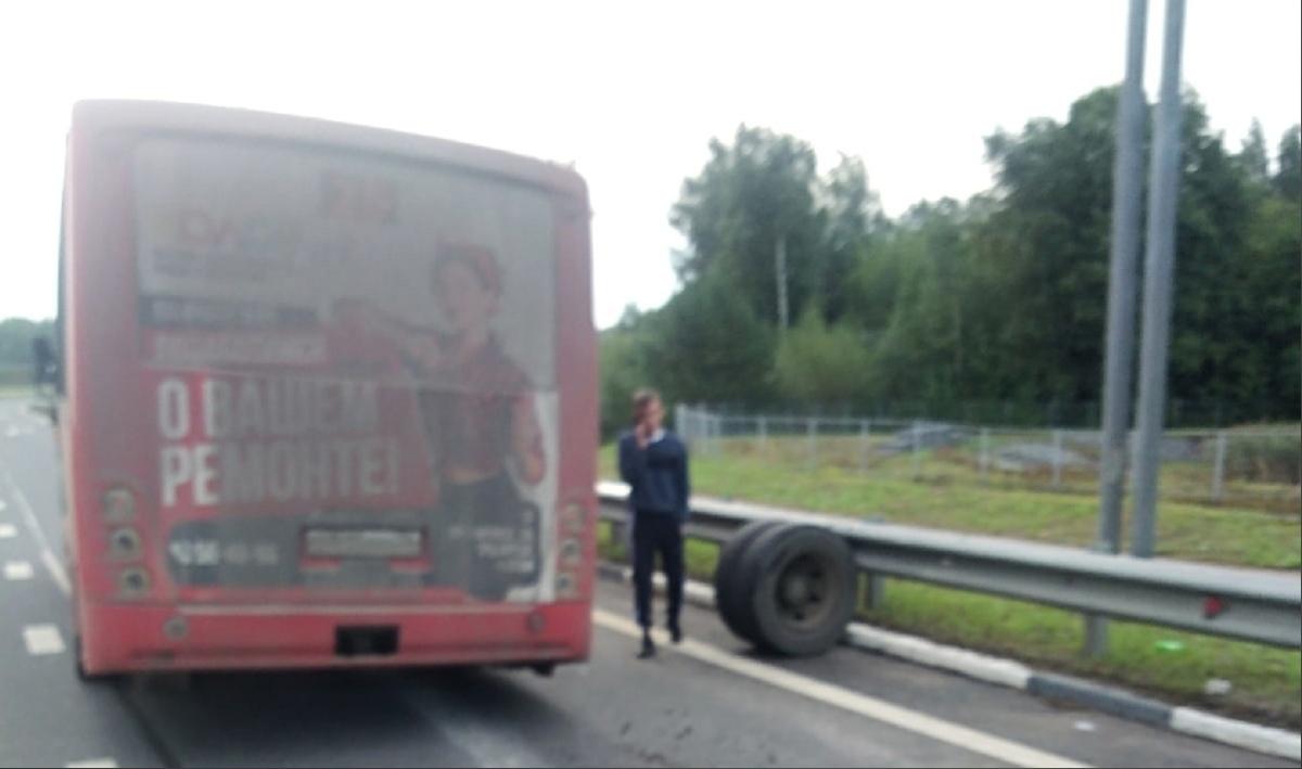 В Ярославле у автобуса на ходу отлетело колесо
