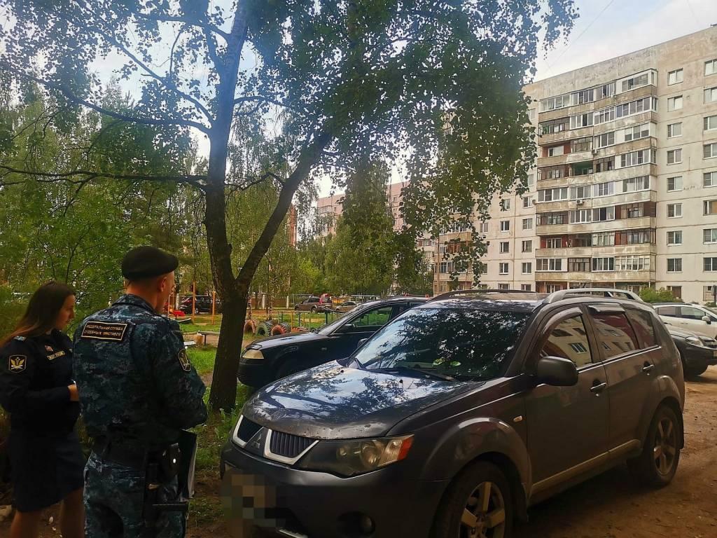 Задолжавший банку 600 тысяч ярославец прятал машину от приставов у дома отца
