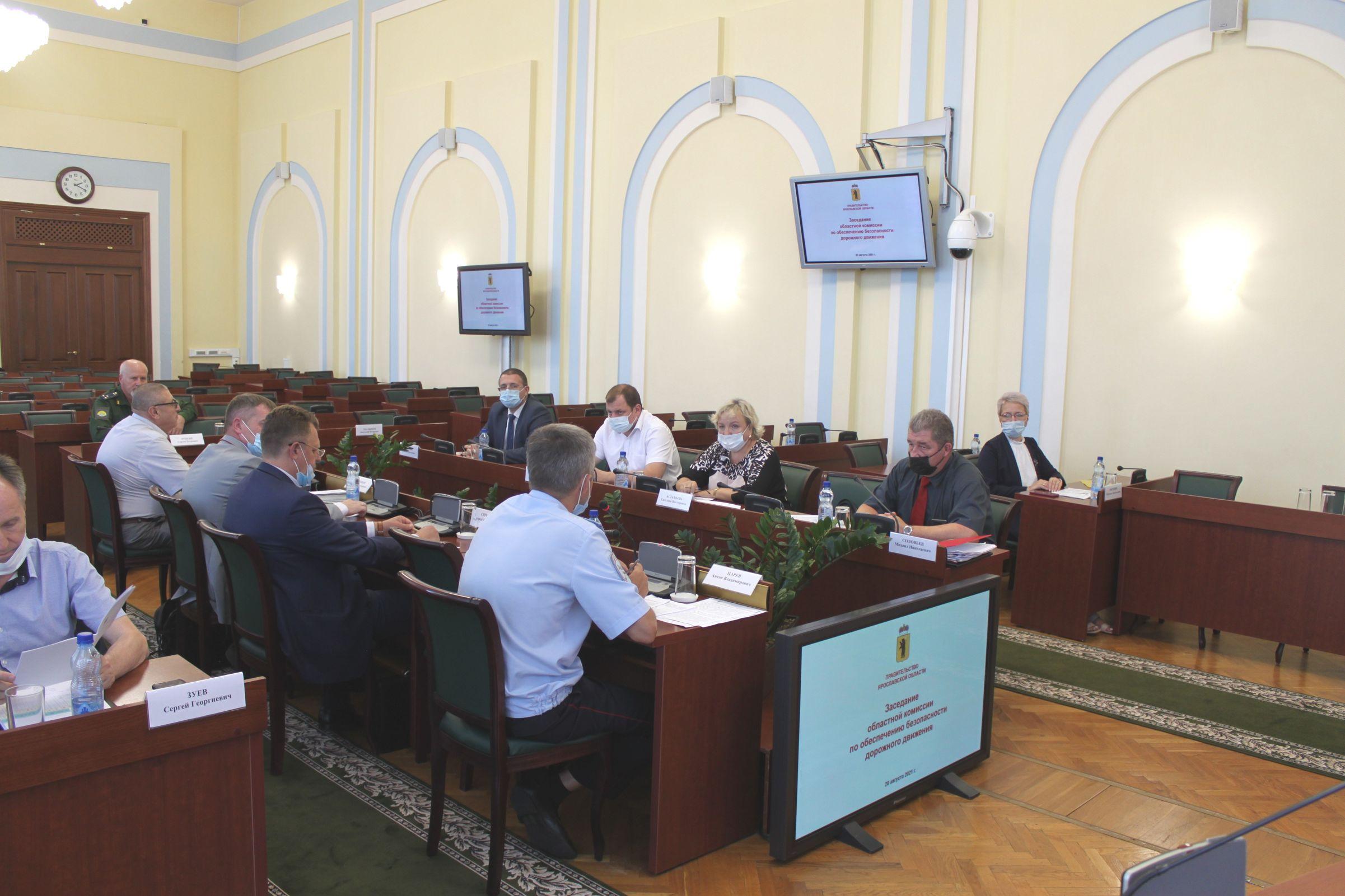 Обеспечение безопасности дорожного движения перед началом учебного года обсудили на областной комиссии