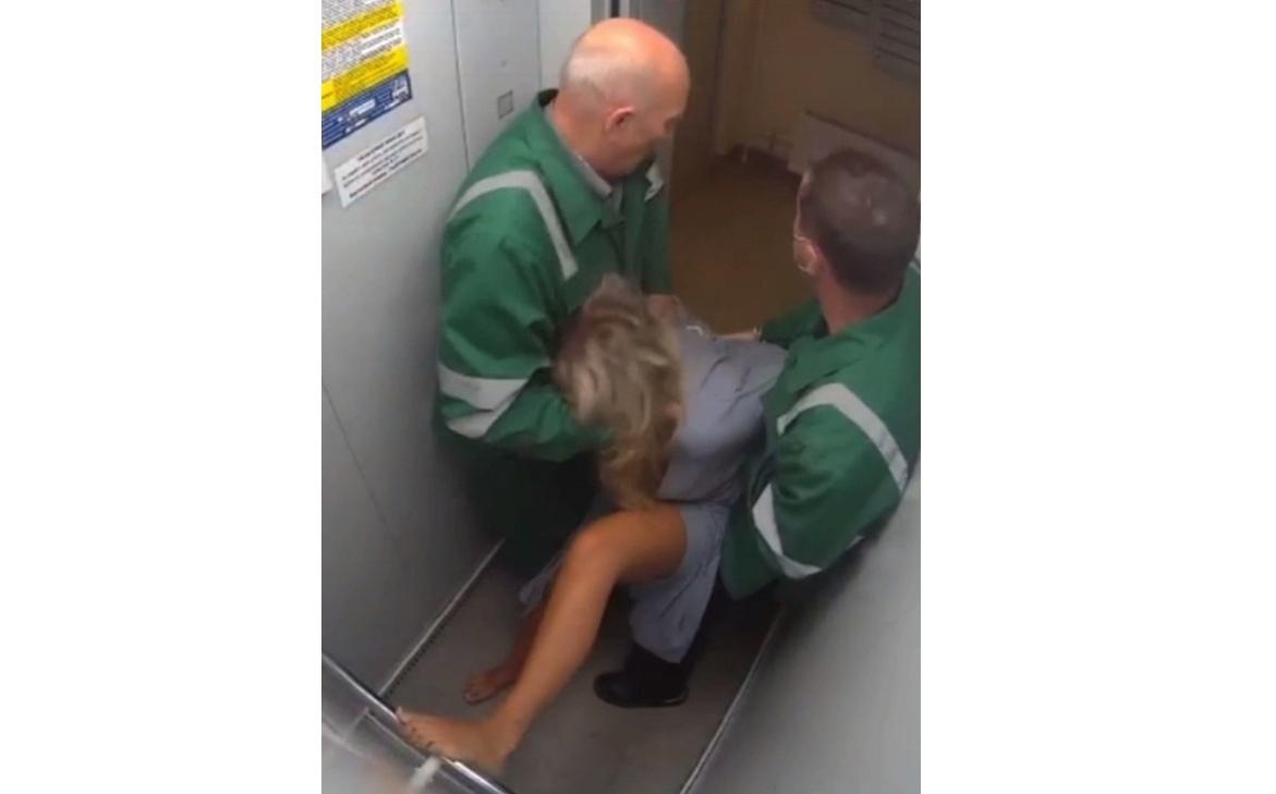 В Ярославле пообещали наказать санитаров, избивших женщину в лифте жилого дома