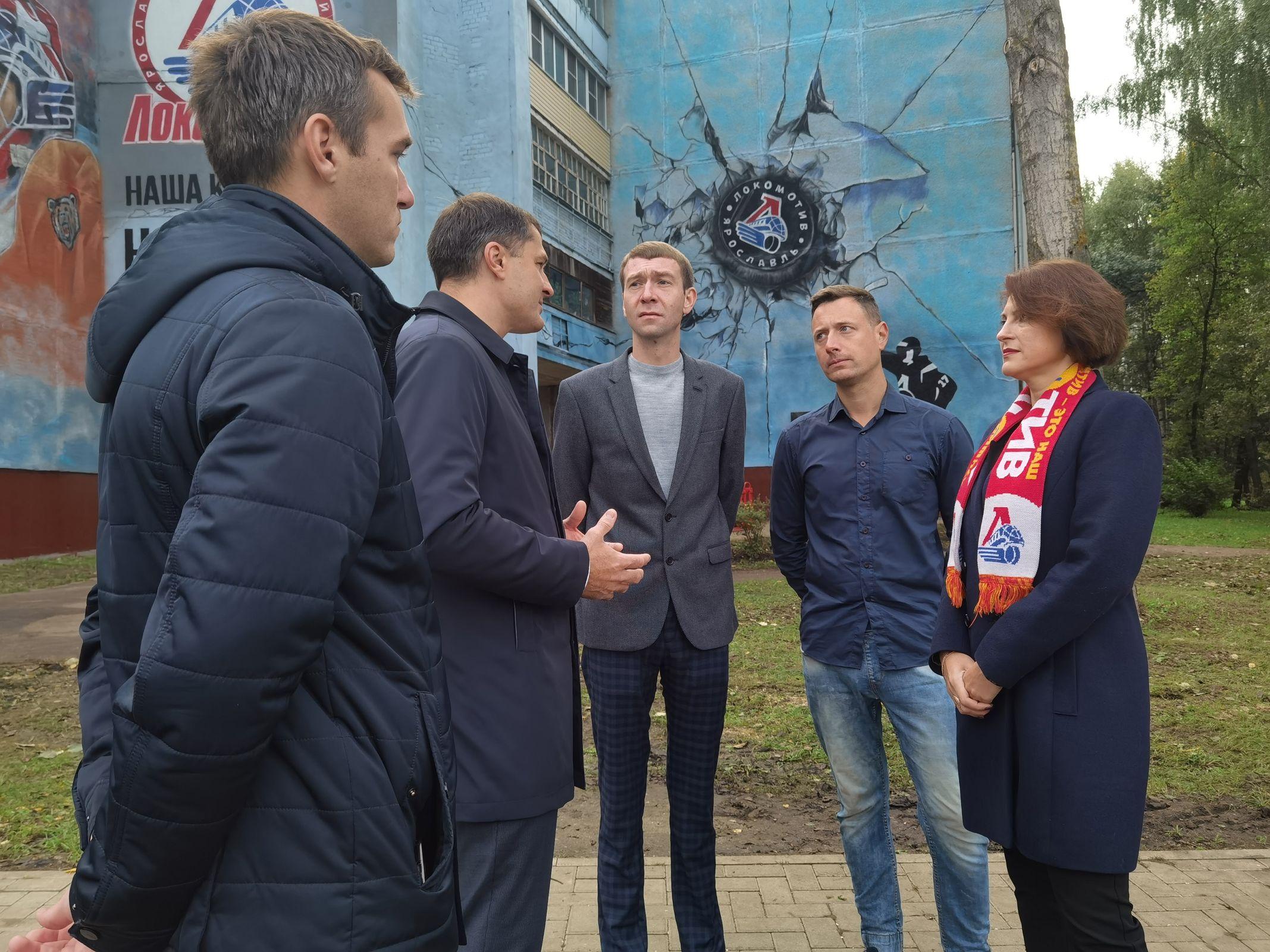 В Ярославле к 10-летию гибели «Локомотива» создали граффити на доме Ивана Ткаченко
