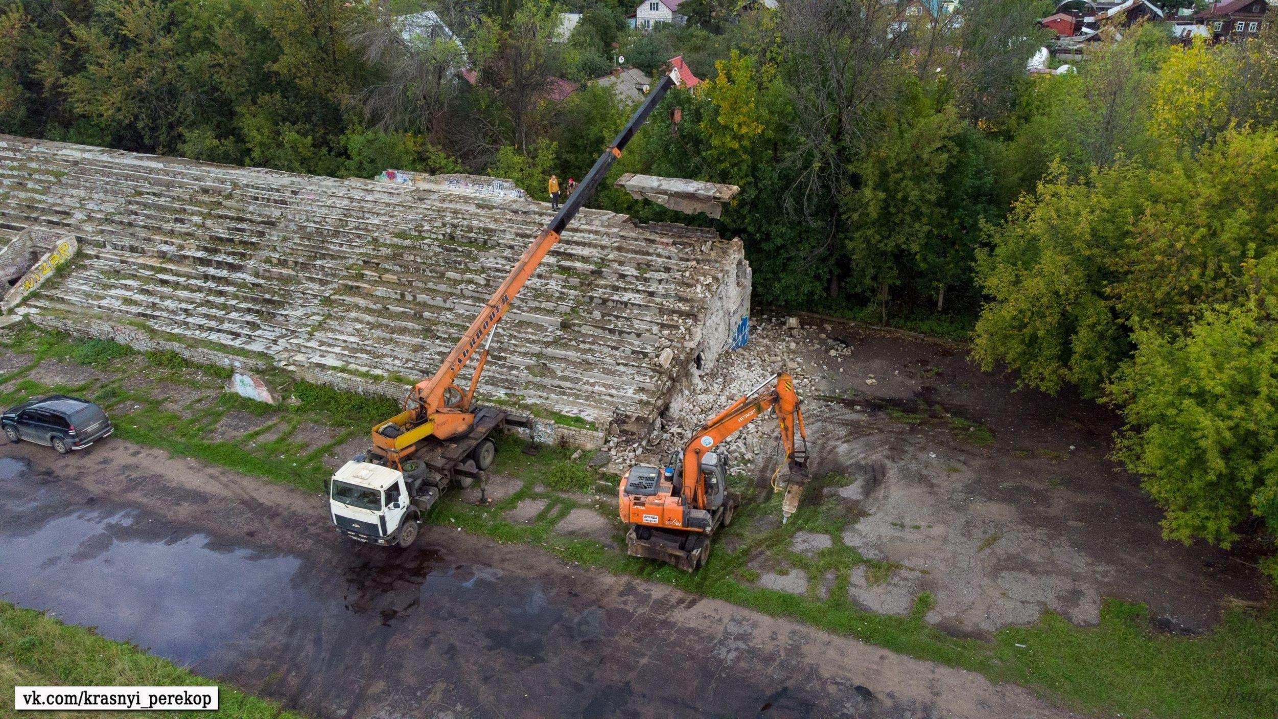 В Ярославле начали сносить трибуну стадиона «Красный Перекоп»: что построят на ее месте