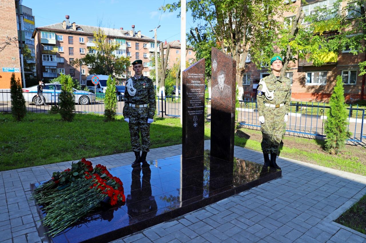 Александр Карелин поучаствовал в открытии стелы памяти подполковника ФСБ Владимира Лататуева в Ярославле