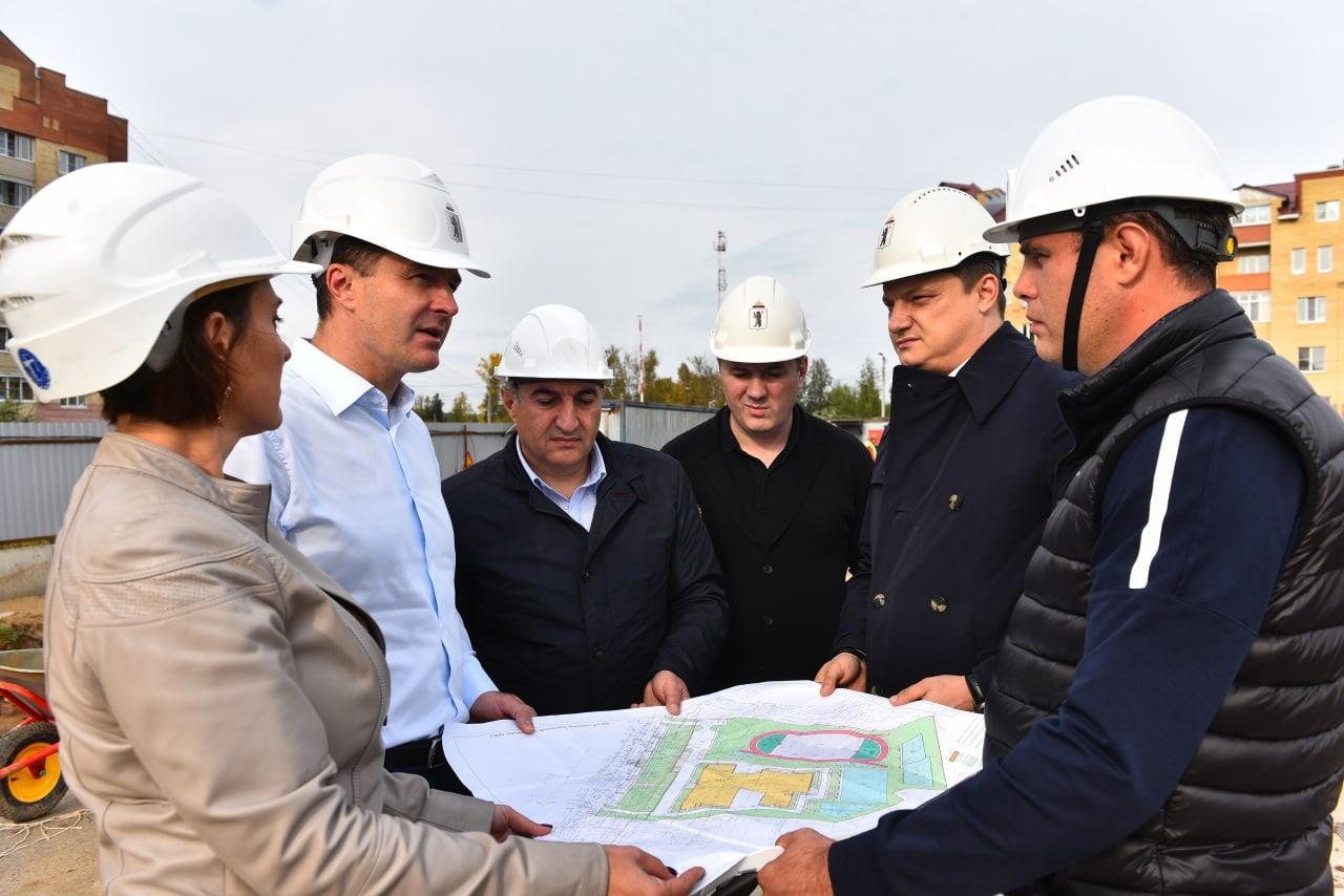 Мэр Ярославля сообщил, когда в Дзержинском районе должны закончить строительство новой школы