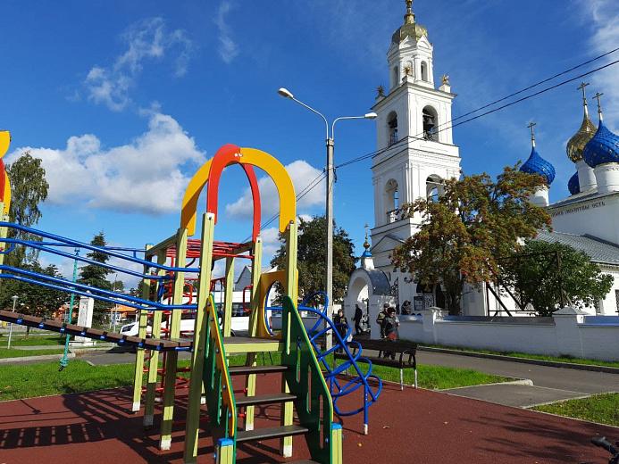 В Ярославле завершилось благоустройство сквера у Яковлевского храма