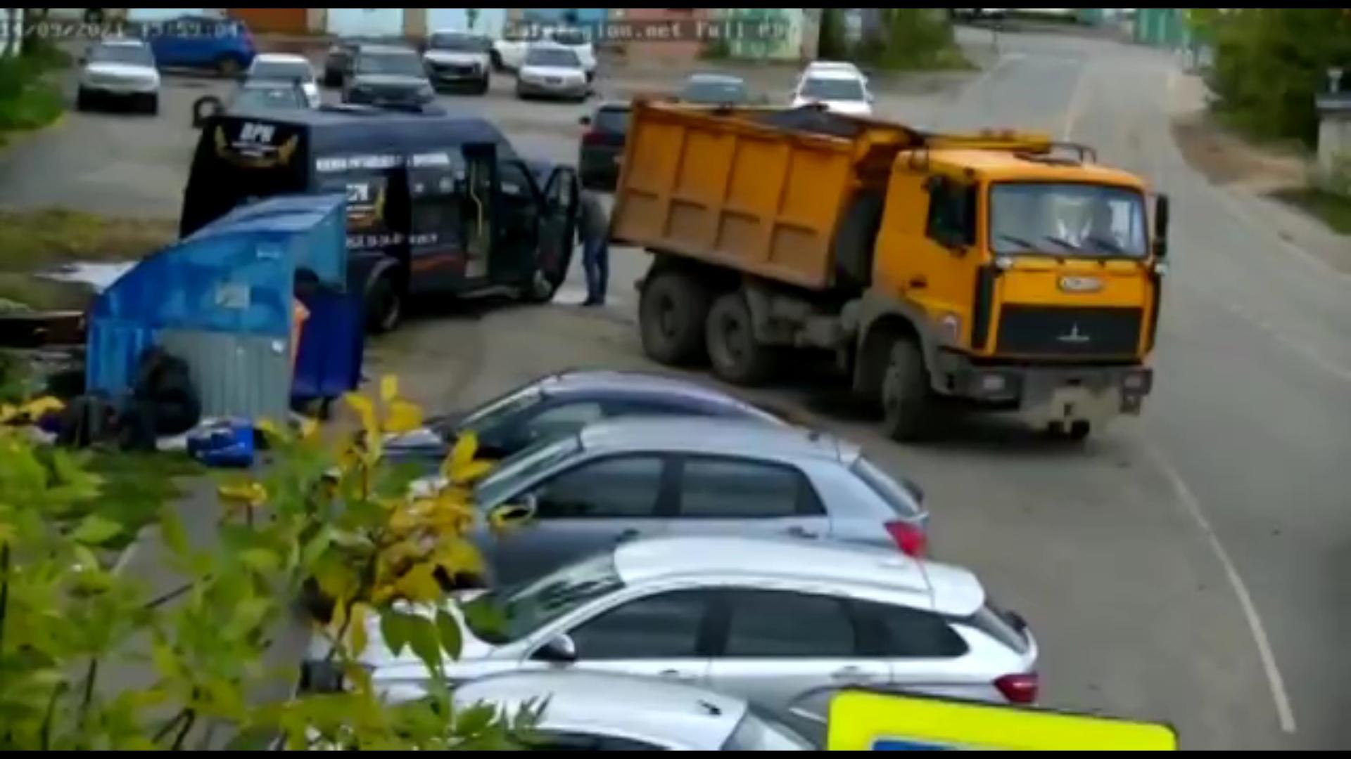 В Ярославле на помойку выкинули гроб