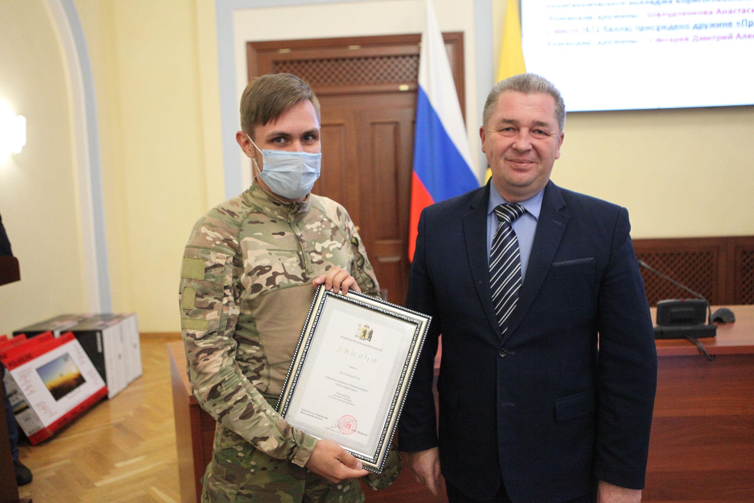 Лучшим народным дружинникам Ярославской области вручили награды