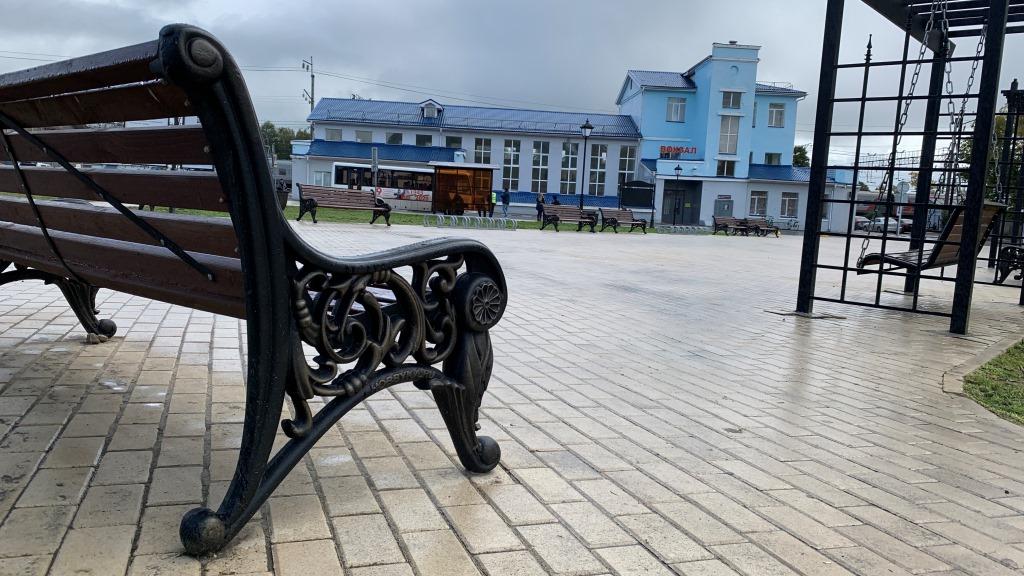 В Данилове завершили благоустройство Привокзальной площади