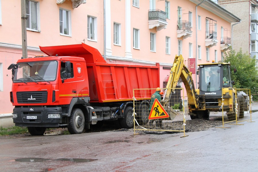 В Рыбинске микрорайон остался без отопления из-за утечки на теплотрассе: аварию устраняют