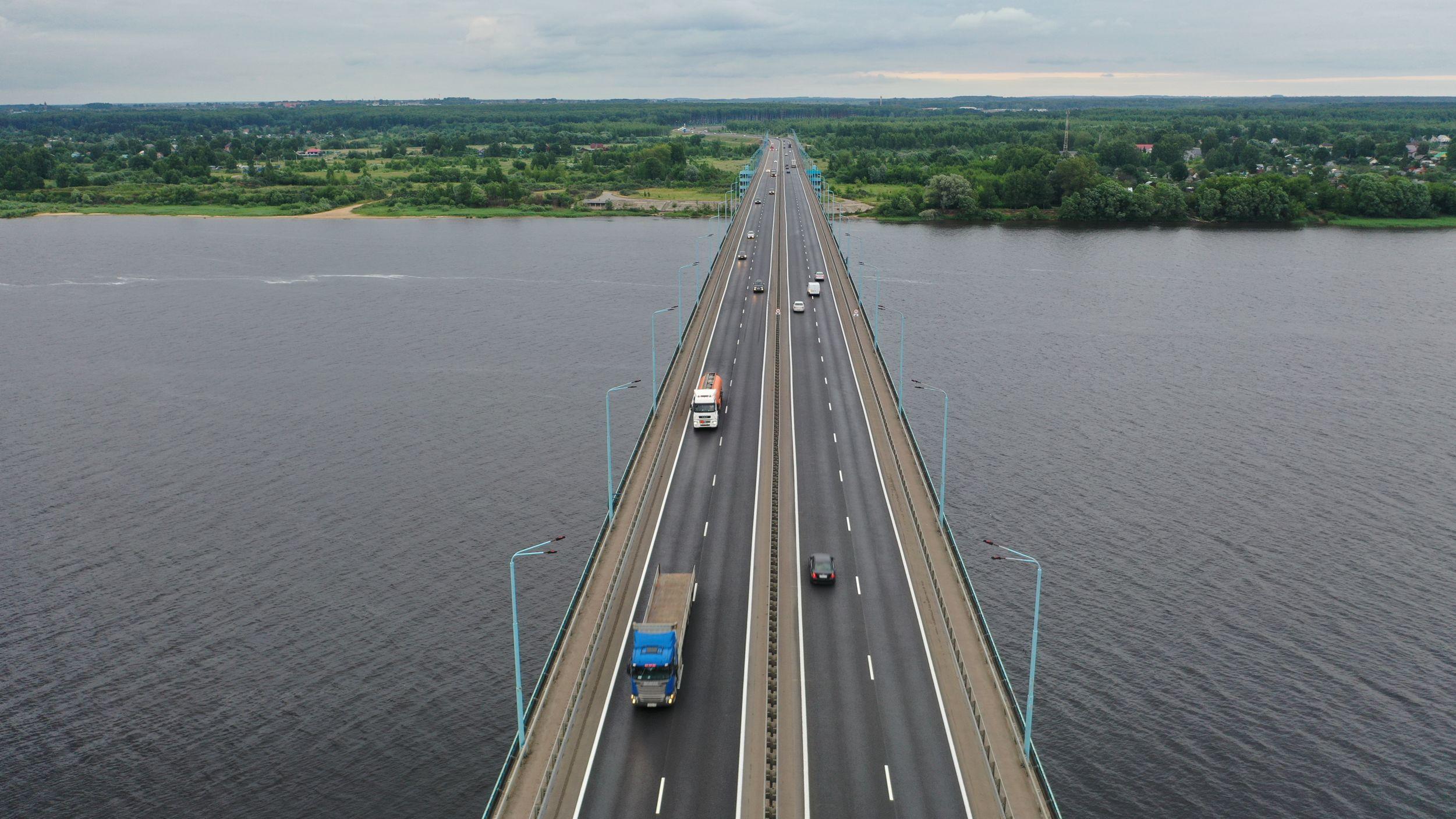 Десять километров проблемных участков дорог Ярославской области обновят до конца октября