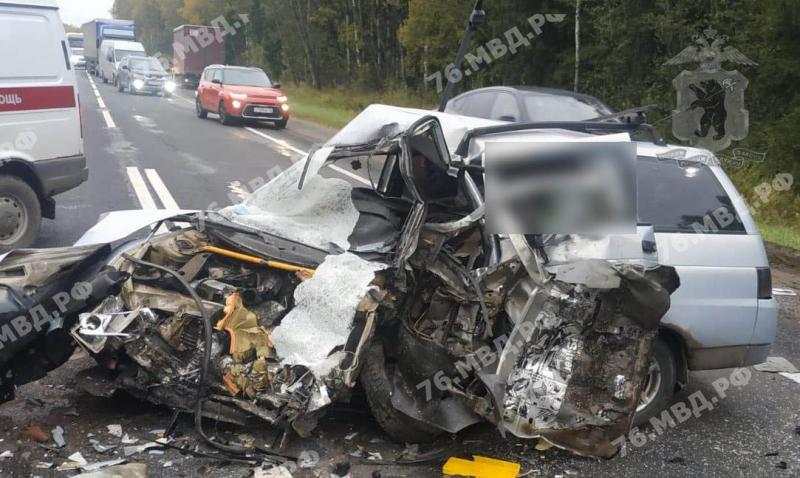В тройном ДТП с фурой в Ярославской области погиб мужчина