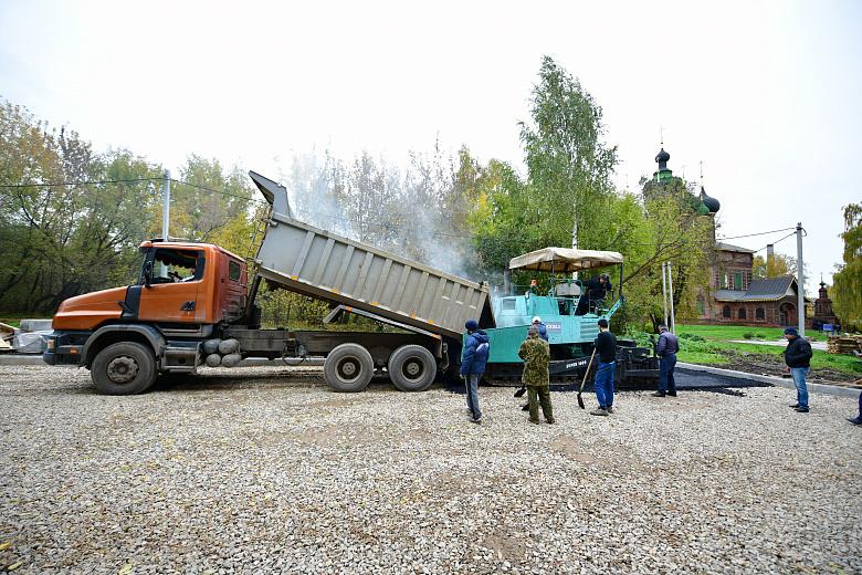 Территорию у храма с тысячерублевой купюры в Ярославле отремонтируют в октябре