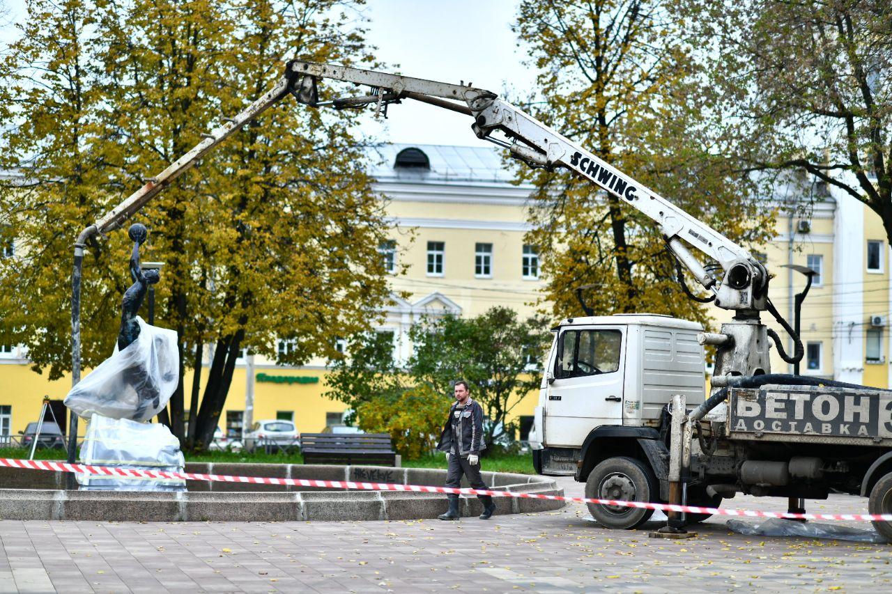 В Ярославле реконструируют фонтан на площади Труда