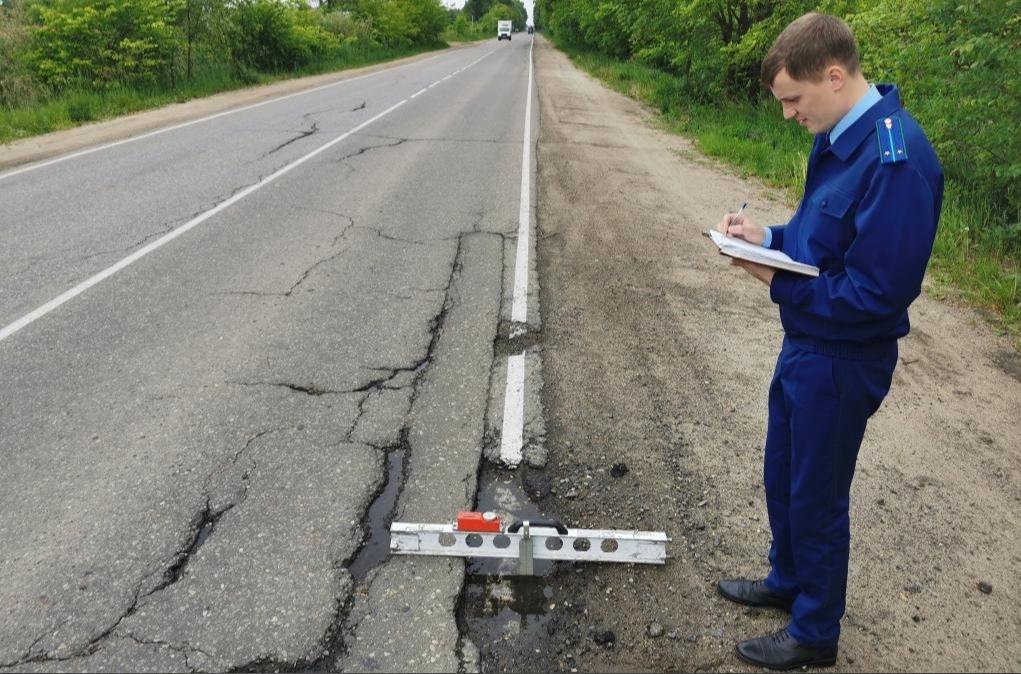 В Ярославской области городскую администрацию обязали отремонтировать дорогу