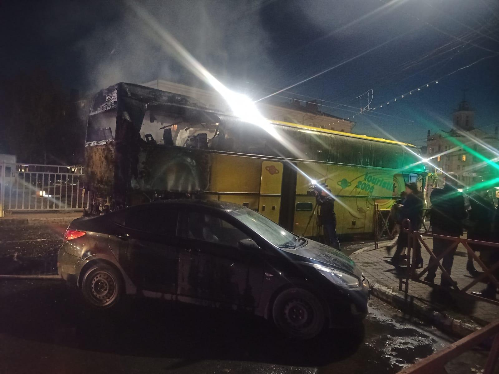 У «Гиганта» в Ярославле загорелся туристический автобус