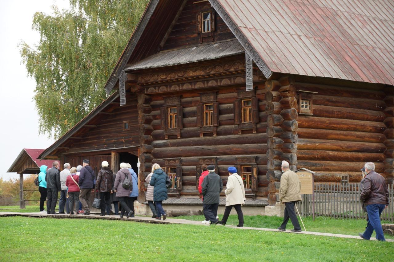 Ярэнерго организовало для ветеранов ярославской энергосистемы экскурсионную поездку в Суздаль