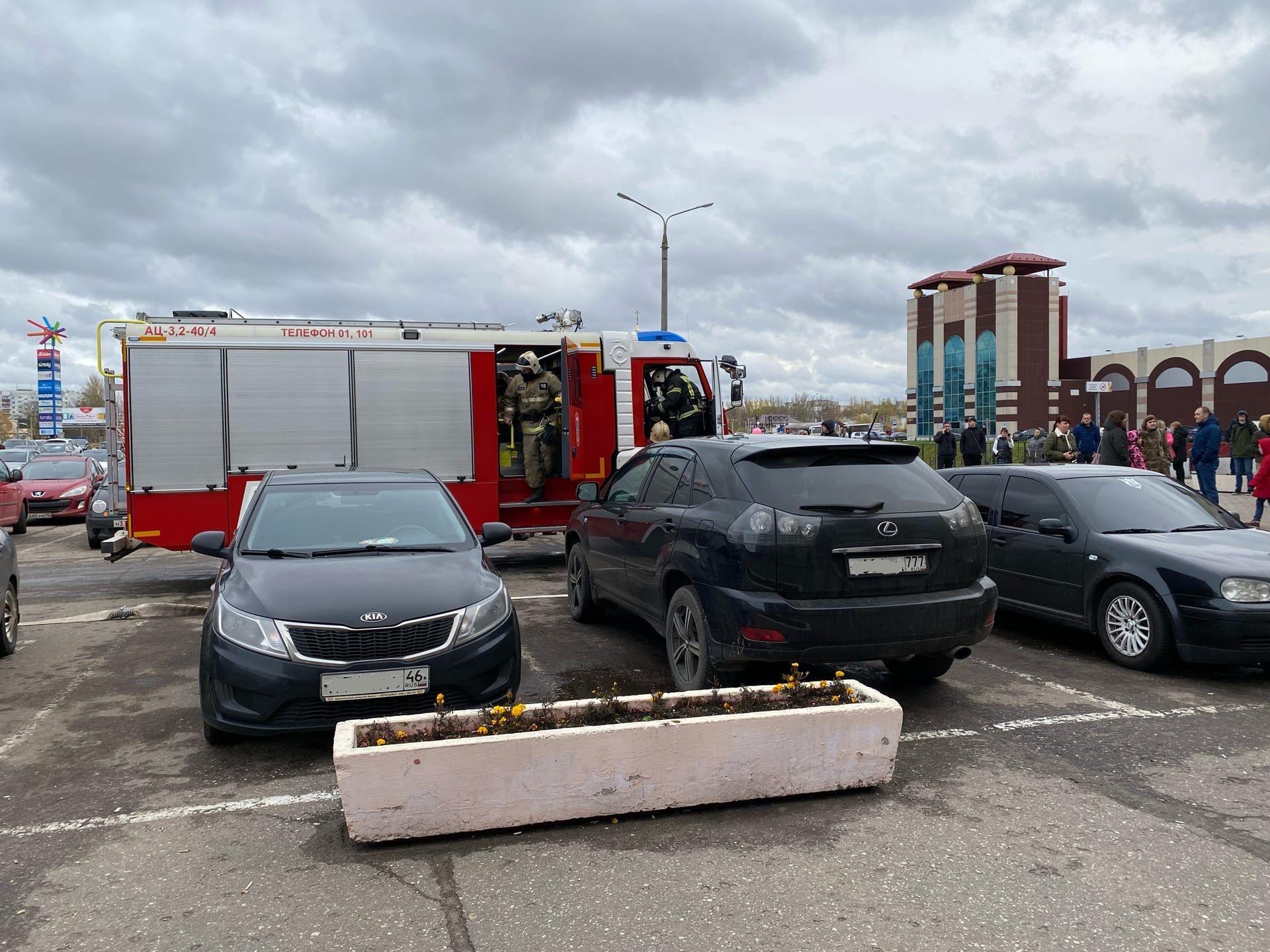 «В кино вырубился экран»: в Ярославле эвакуировали крупный торговый центр