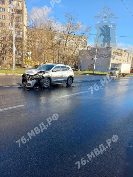 При столкновении иномарок в Ярославле пострадали два человека