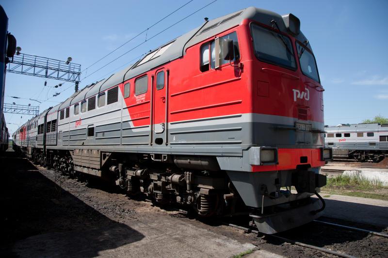 В Ярославле водитель легковушки протаранил грузовой поезд