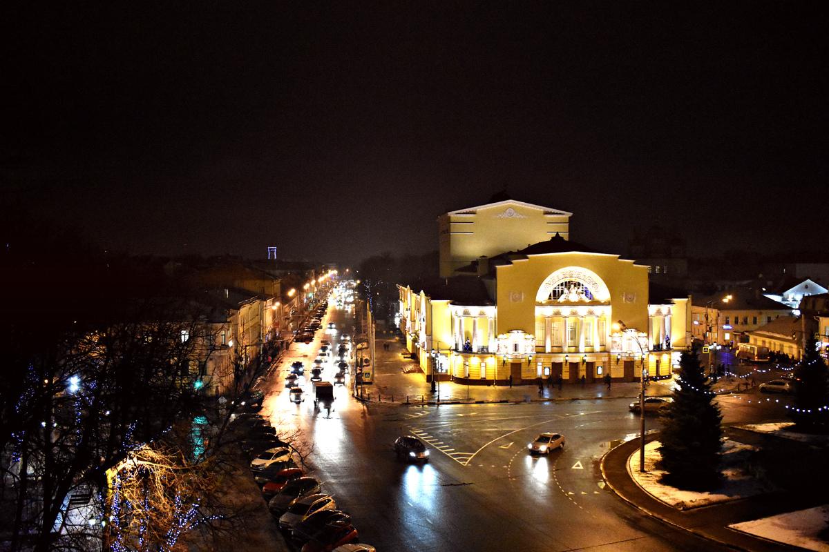 Ярославские власти запретили парковаться у театра имени Волкова