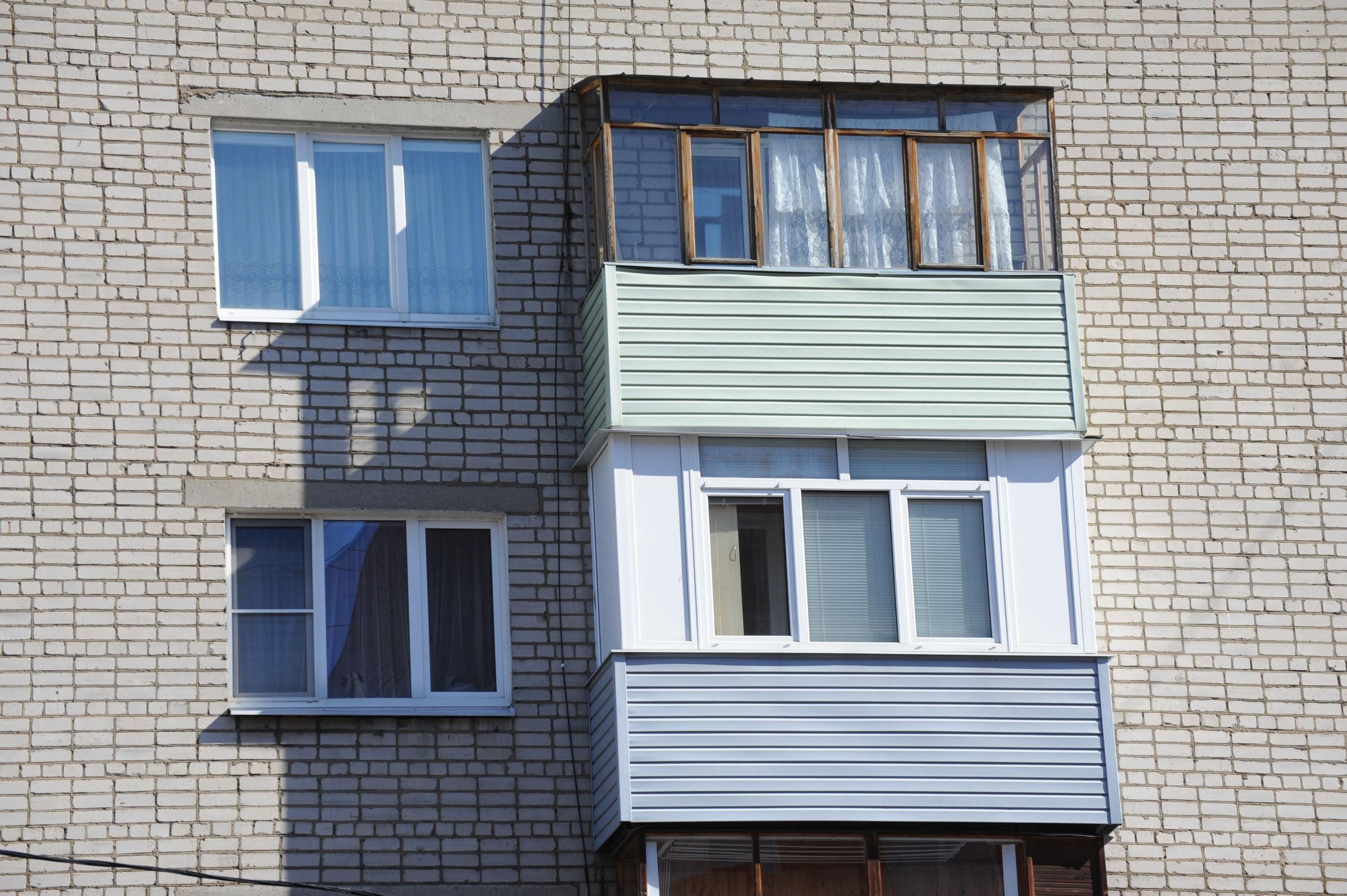 В Ярославской области полуторагодовалый малыш выпал из окна третьего этажа