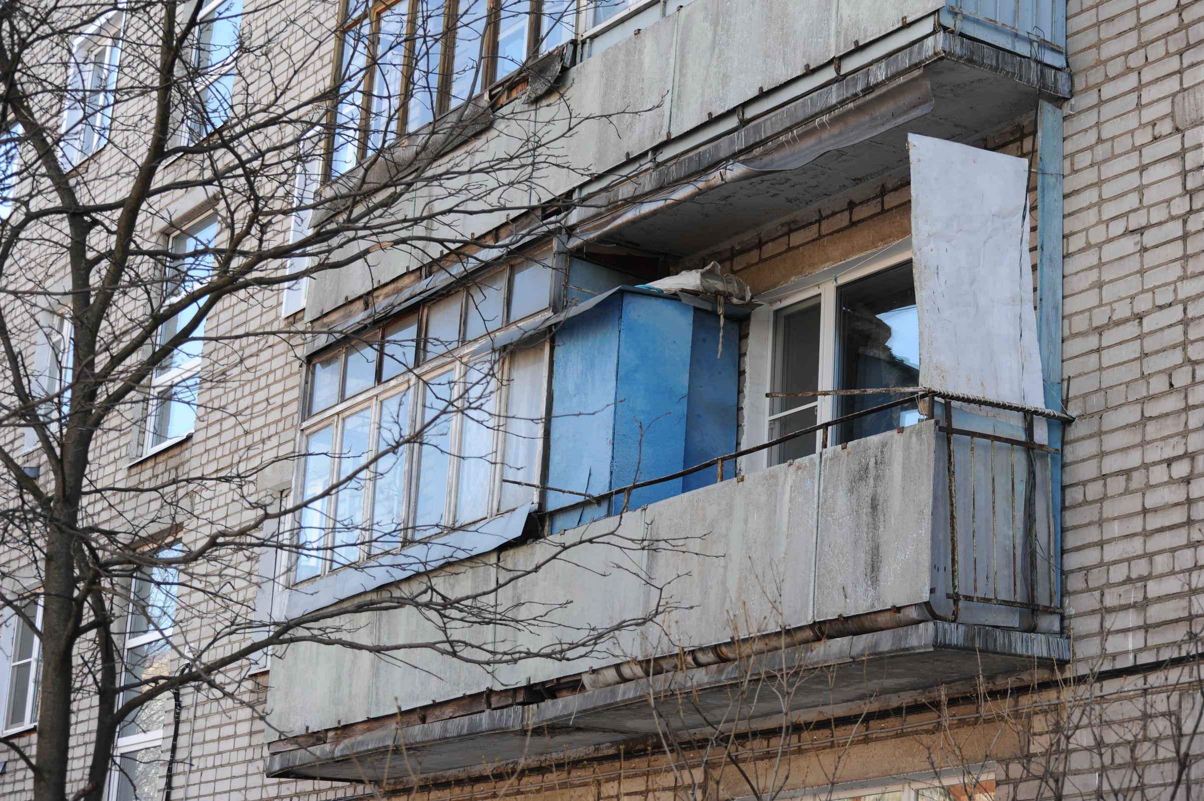 Опасная высота: как защитить ребенка от выпадения из окна