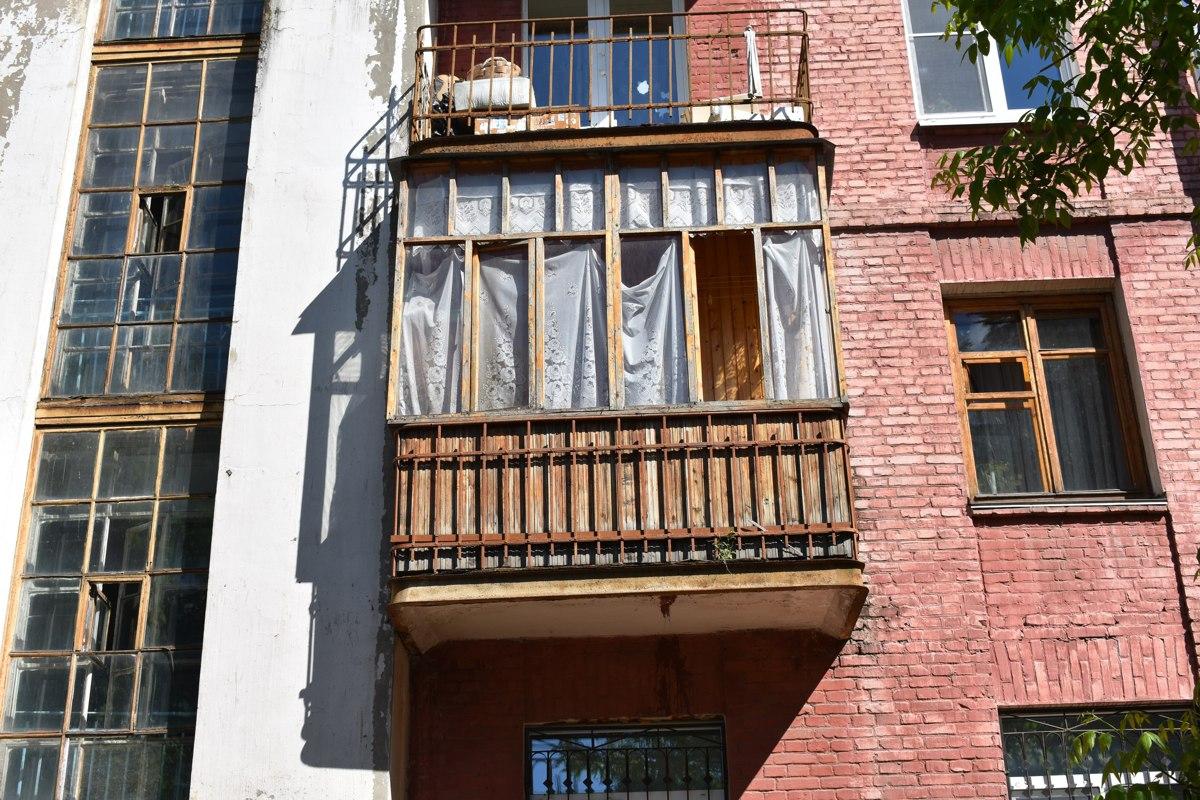 В Ярославской области из окна выпала трехлетняя девочка