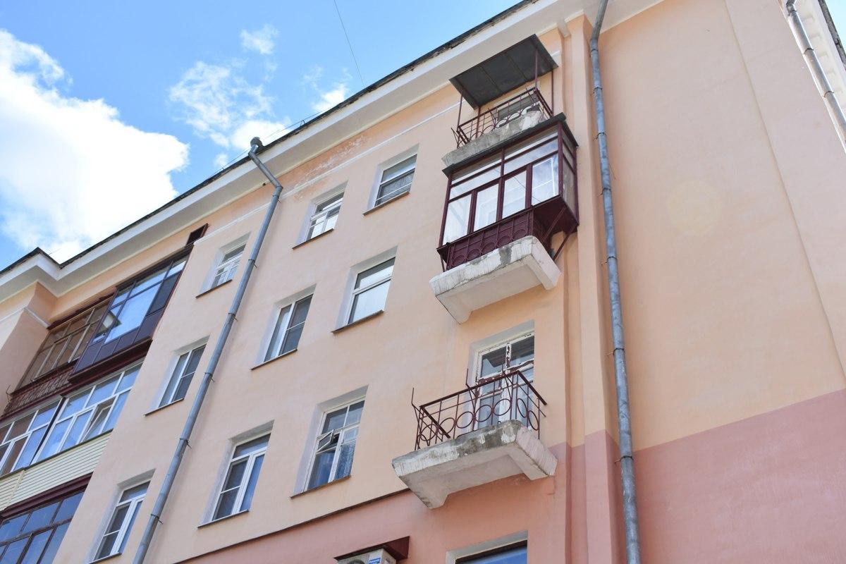 В Рыбинске мать грозила выкинуть с балкона своих детей