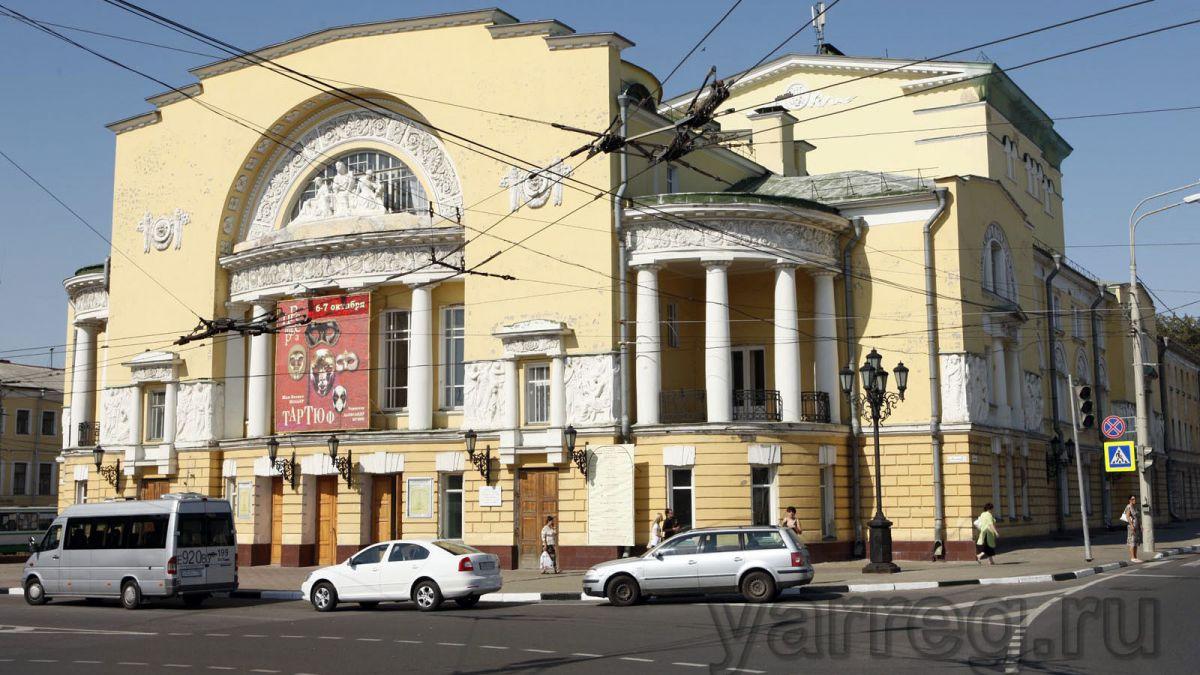 Сергей Ястребов вручил почетные грамоты за победу в «Золотой маске»