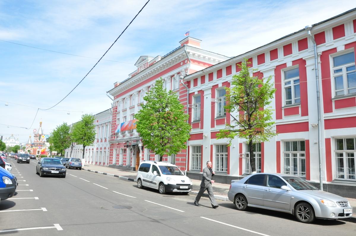 Сотрудника мэрии Ярославля оштрафовали пять раз за несвоевременные ответы жителям