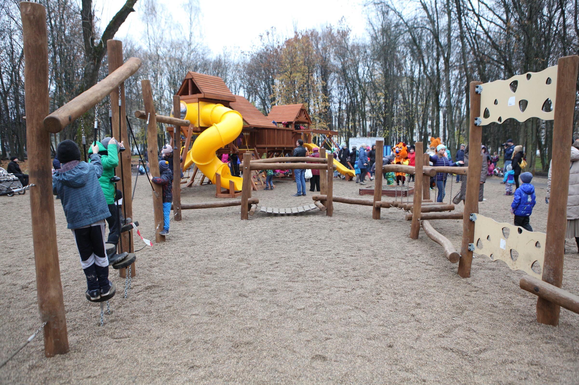 В Ярославской области школьница получила тяжелую травму на детской площадке