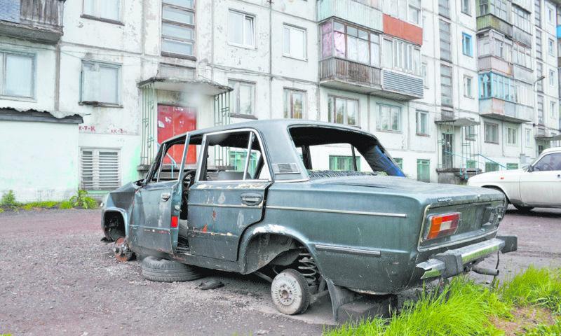 Власти Ярославля рассказали, что будут делать с брошенными на улице машинами